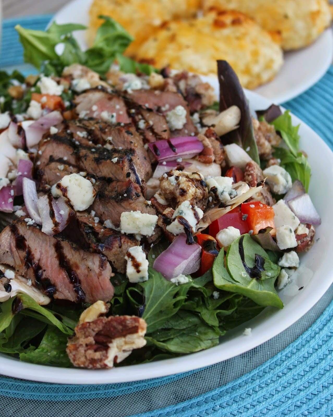 Sliced Steak Salad with Creamy Horseradish Dressing (Restaurant copy-cat)