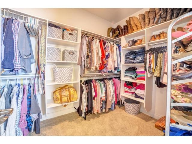 Exclusive tour of my closet!