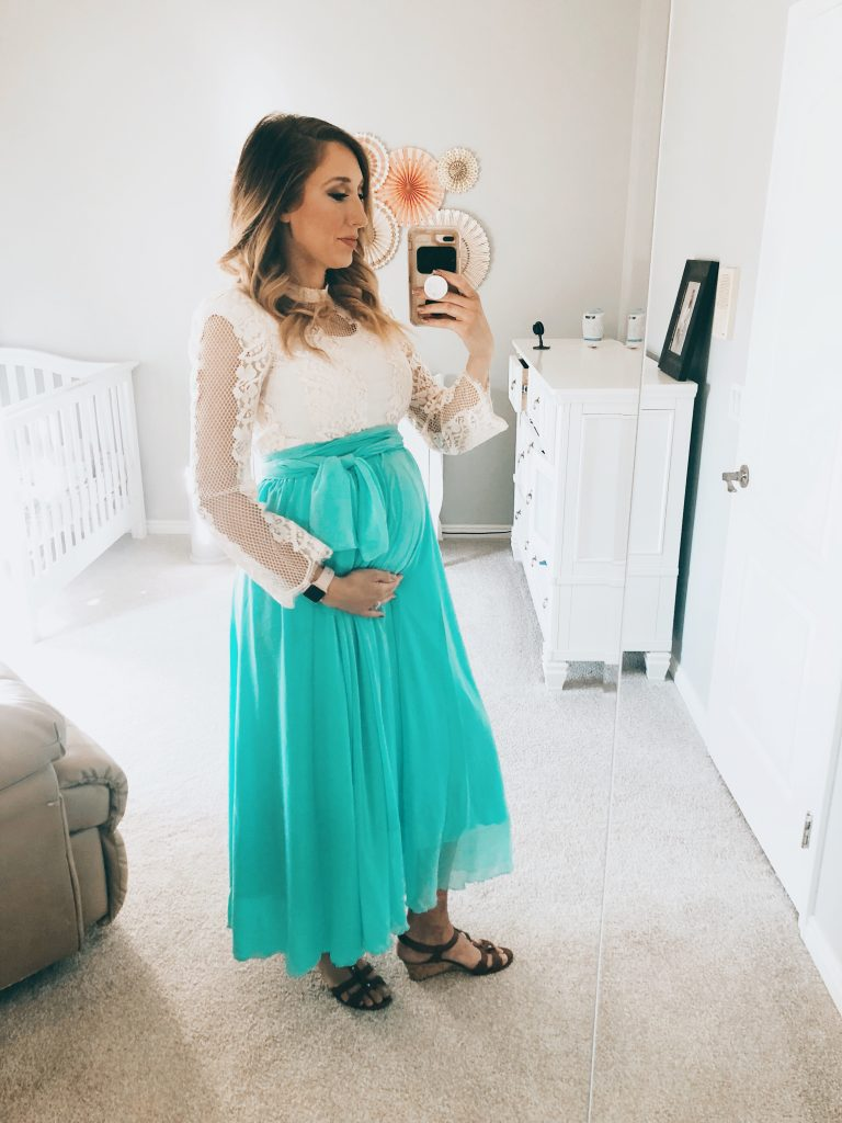 how to dress your bump WITHOUT buying maternity clothes! SO HELPFUL and super budget-friendly! From FunCheapOrFree.com