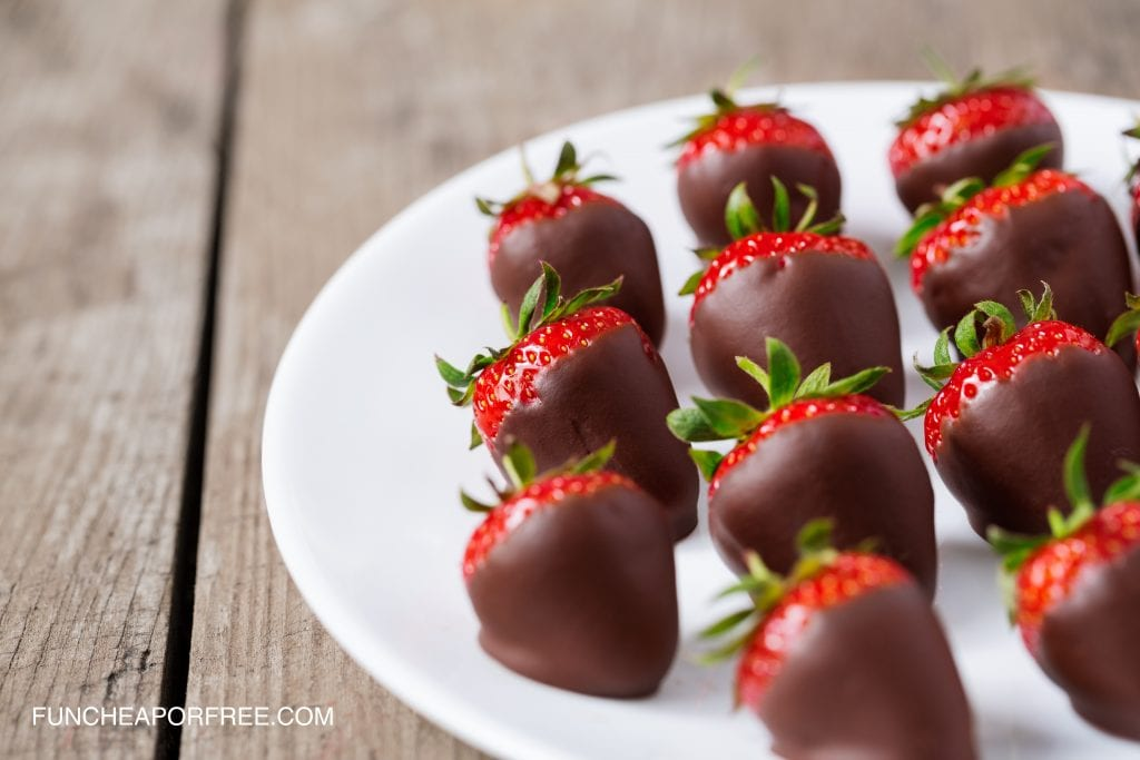 Easy Chocolate Covered Strawberries? Yes please! These chocolate covered strawberries are SO easy and delicious! From FunCheapOrFree.com