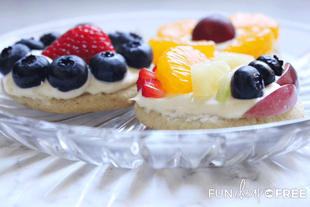 Fruit pizzas are a delicious after school snack - Tips from Fun Cheap or Free