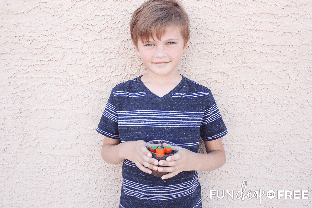 Pumpkin patch dirt cups are a fun Halloween party activity - Tips from Fun Cheap or Free