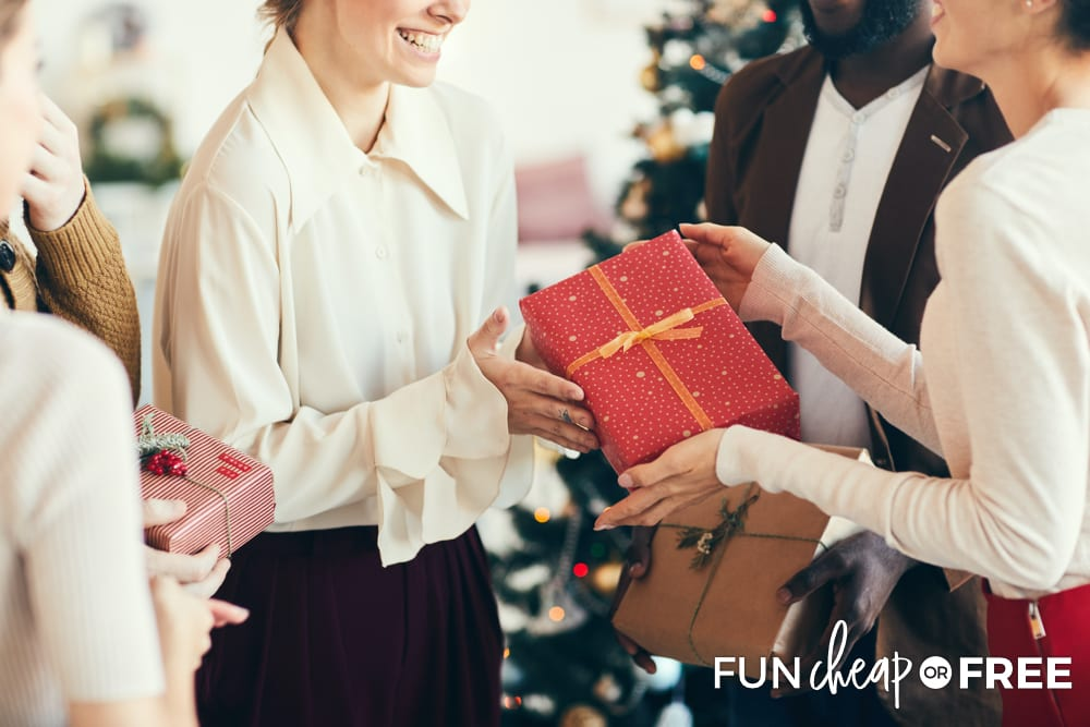 If you have gifts to give to your friends and neighbors, make it a point to get together and do that this week! Tips from Fun Cheap or Free