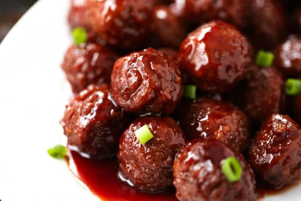 Crockpot meatballs from iHeartNaptime are so delicious - Tips from Fun Cheap or Free