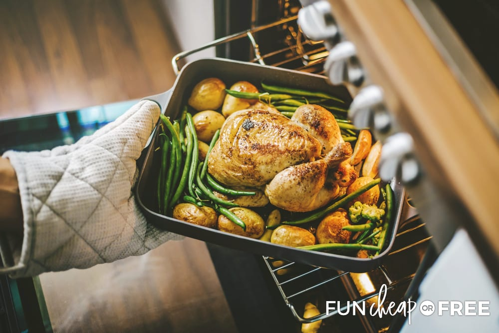 Plan ahead, make a cooking schedule and tips for saving money on Thanksgiving dinner from Fun Cheap or Free