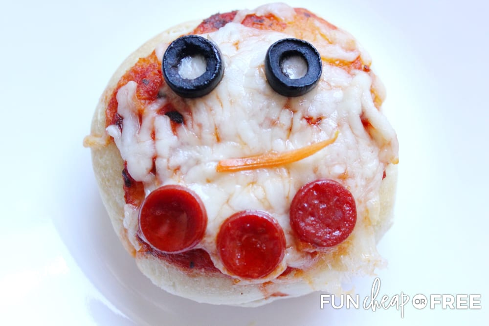 Snowmen pizzas are the perfect way to have fun at a Christmas party with kids - Ideas from Fun Cheap or Free