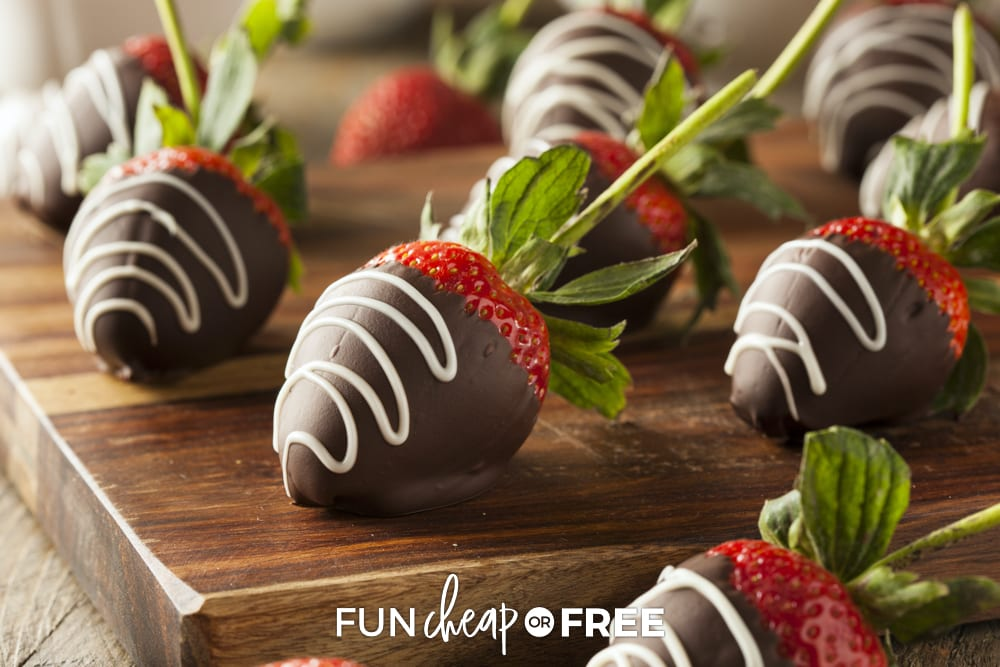 Easy chocolate covered strawberries? Yes please! These are SO easy and delicious! Treat ideas from Fun Cheap or Free