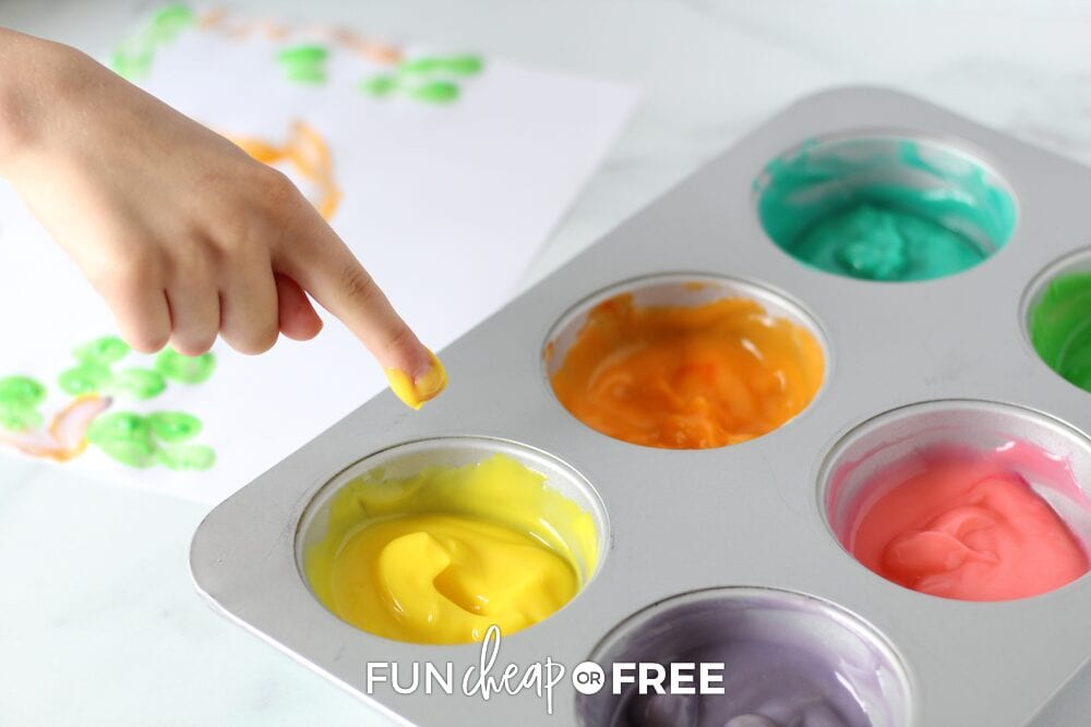 Let the kids use a lot of different things to paint with that they can also eat! Edible finger paint ideas from Fun Cheap or Free