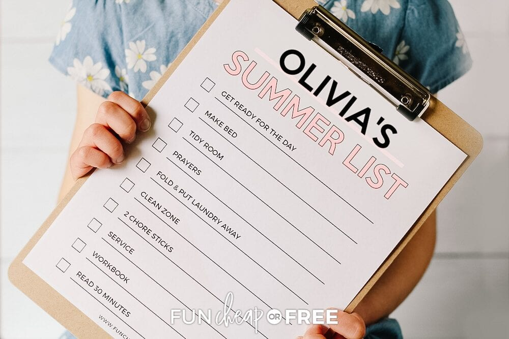It's time to break out the summer chore checklist clipboards to help kids get their tasks done for the day! Ideas from Fun Cheap or Free