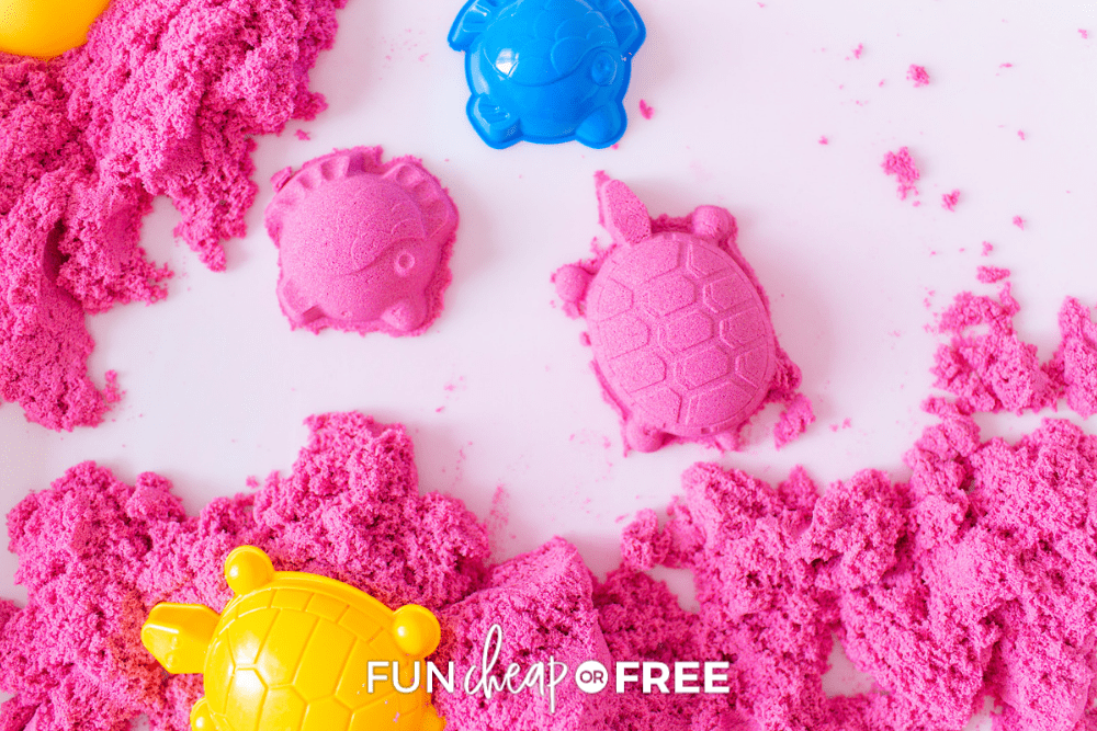 turtles and fish made from kinetic sand, from Fun Cheap or Free